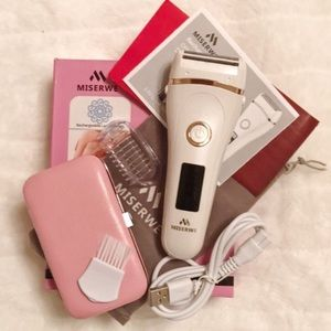 NWOT Womens rechargeable cordless electric razor.